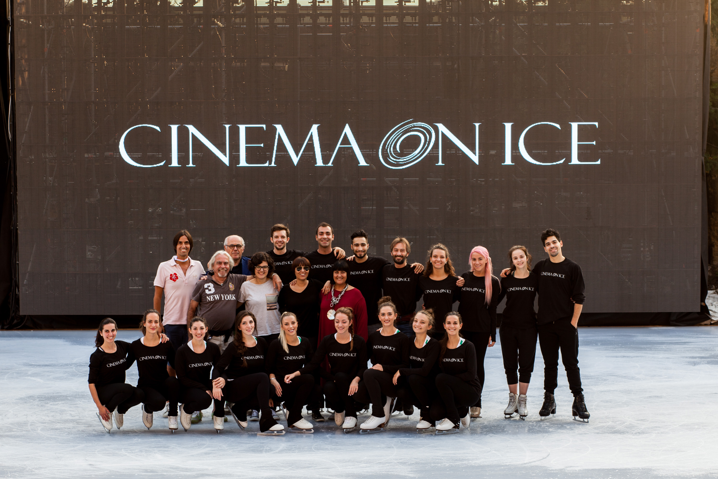 Foto-cast-Cinema-on-Ice